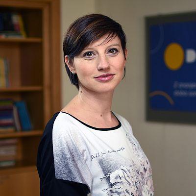 dr. Anita Maček